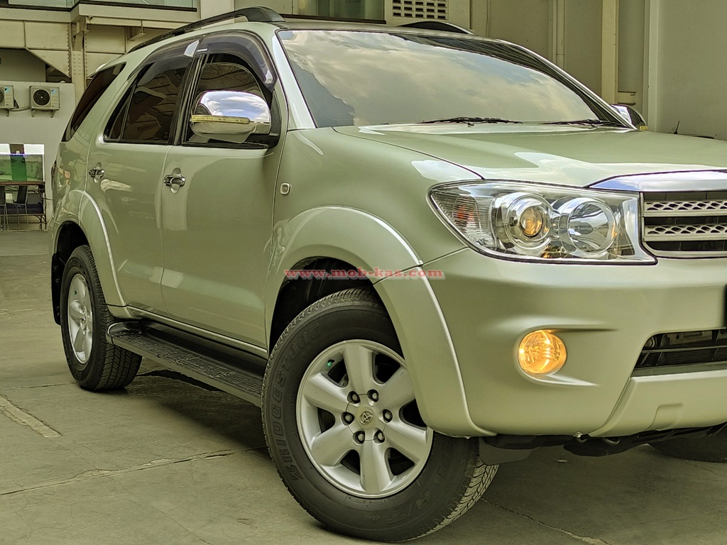Toyota Fortuner 2.5 G AT 2010 Silver